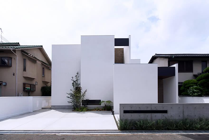 庭をたのしむ大広間の家