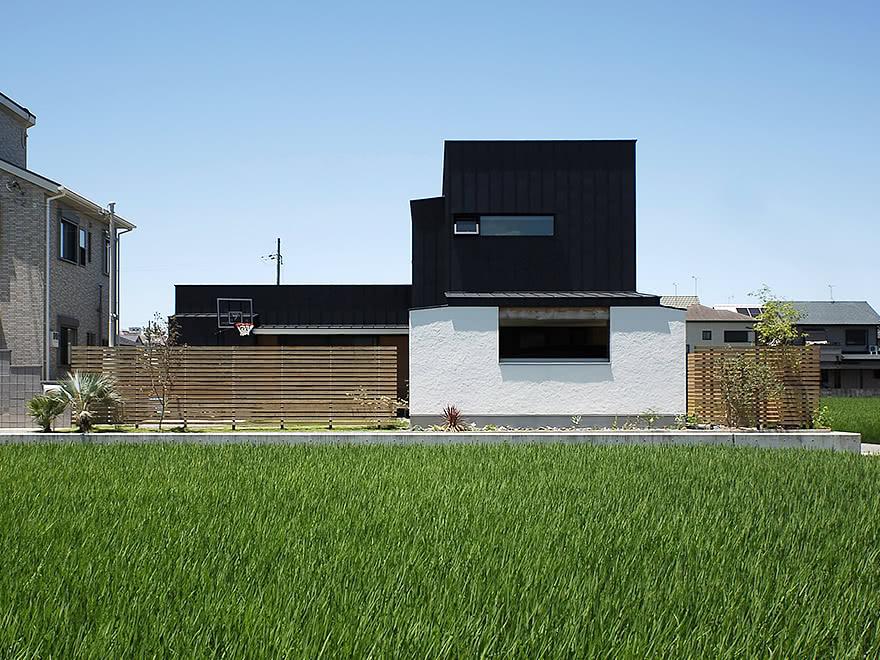 庭をたのしむ梁天井の家